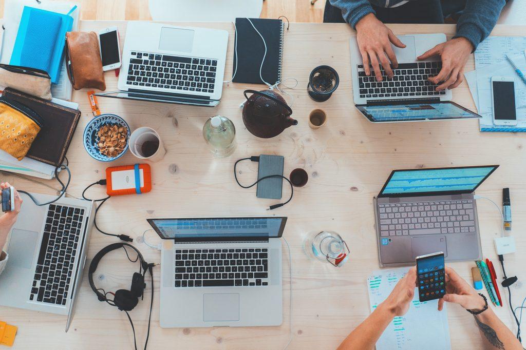 table d'ordinateurs blogs articles sponsorisés